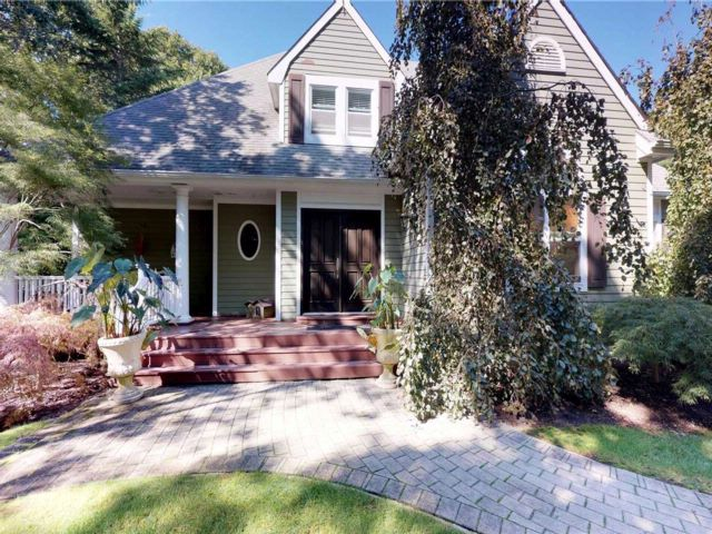 4 BR,  3.50 BTH  Post modern style home in Westhampton