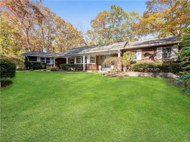 3 BR,  3.50 BTH Ranch style home in Dix Hills
