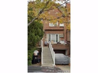2 BR,  3.00 BTH 2 story style home in Rego Park