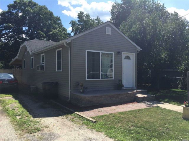 2 BR,  1.00 BTH Ranch style home in Lake Ronkonkoma