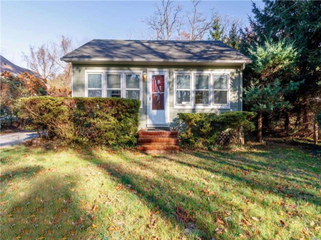 2 BR,  1.00 BTH Cottage style home in Miller Place