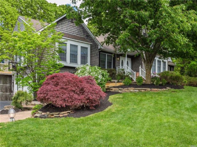 5 BR,  6.00 BTH  Farm ranch style home in Stony Brook
