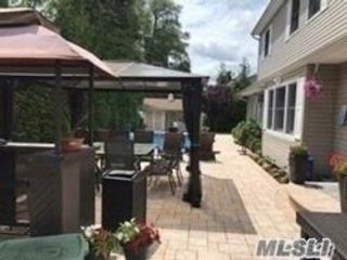 6 BR,  2.50 BTH Colonial style home in West Babylon