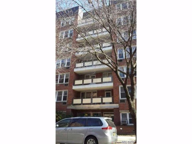 2 BR,  1.50 BTH Co-op style home in Flushing