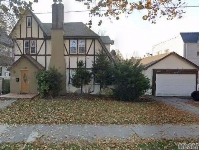 5 BR,  1.50 BTH Tudor style home in Flushing