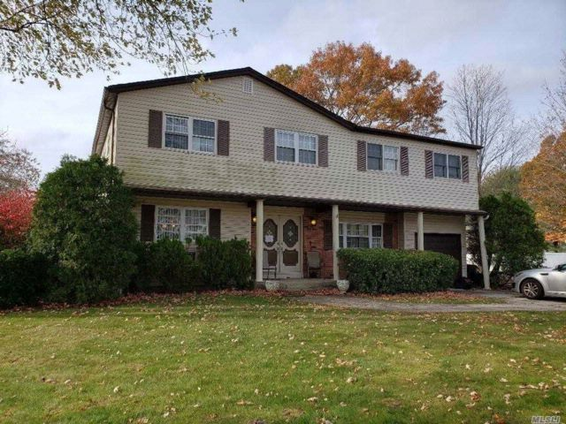 5 BR,  4.50 BTH Colonial style home in Medford