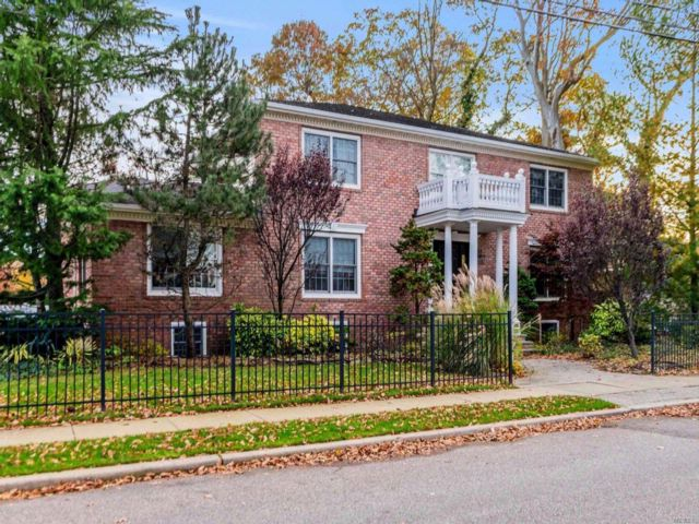 5 BR,  4.50 BTH  Colonial style home in Wantagh