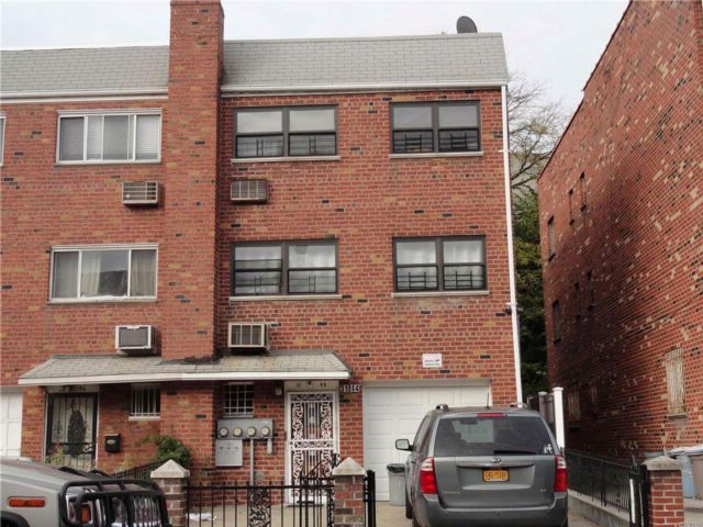 5 BR,  3.00 BTH Contemporary style home in Woodside