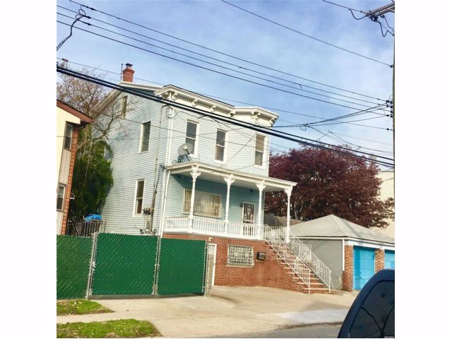 6 BR,  3.00 BTH Colonial style home in College Point