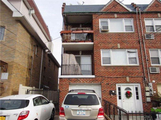 7 BR,  5.00 BTH Traditional style home in Bensonhurst