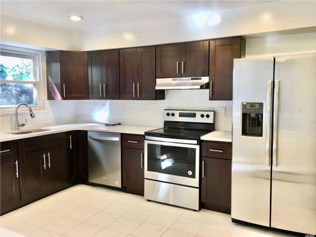 3 BR,  1.50 BTH Apt in house style home in Syosset
