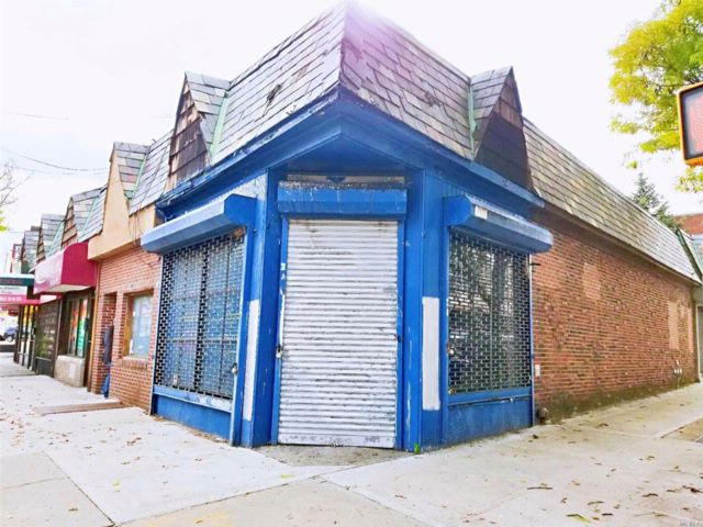 Studio,  0.00 BTH  Store style home in Middle Village