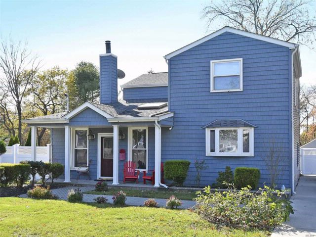 4 BR,  2.00 BTH Colonial style home in Babylon