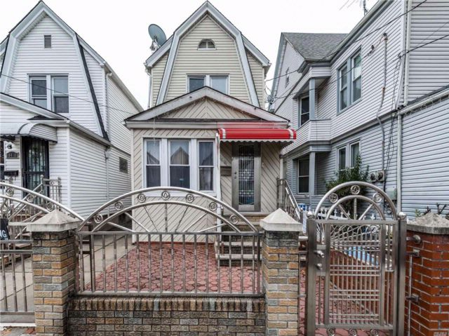 3 BR,  1.50 BTH Colonial style home in Richmond Hill