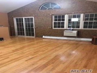 5 BR,  4.50 BTH Ranch style home in Cypress Hills