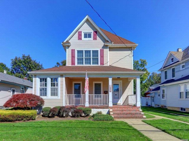 3 BR,  2.00 BTH Victorian style home in Lynbrook