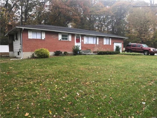3 BR,  2.00 BTH Ranch style home in Wheatley Heights