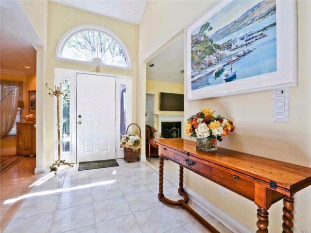 3 BR,  4.50 BTH Homeowner assoc style home in Jericho