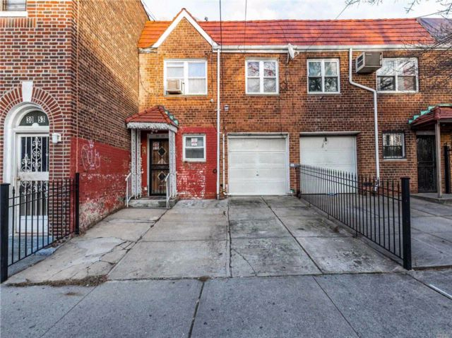 3 BR,  3.00 BTH  Colonial style home in East Elmhurst