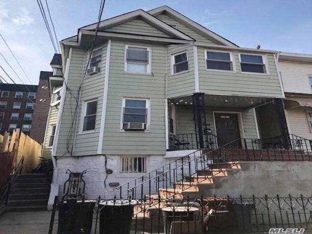 8 BR,  4.00 BTH Colonial style home in Woodside