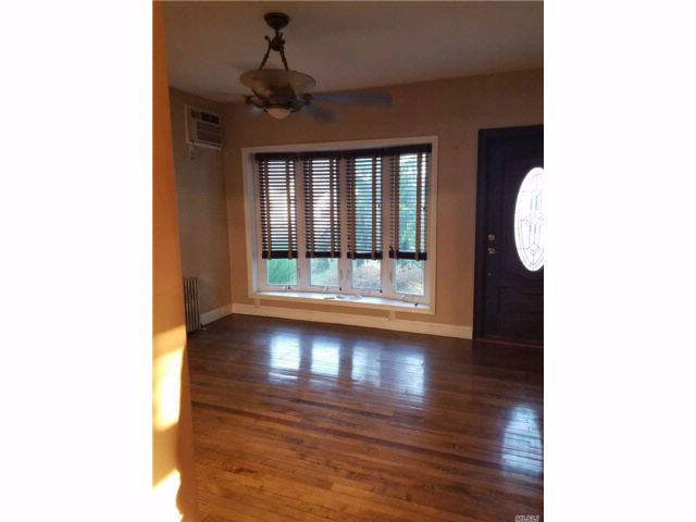 2 BR,  1.00 BTH Cape style home in West Babylon