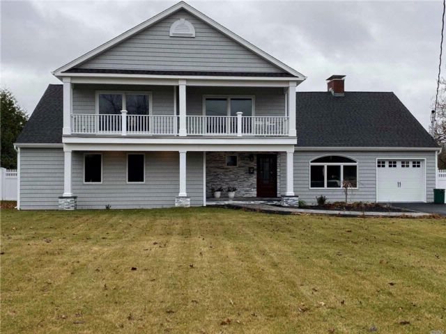 5 BR,  3.00 BTH  Colonial style home in Bay Shore