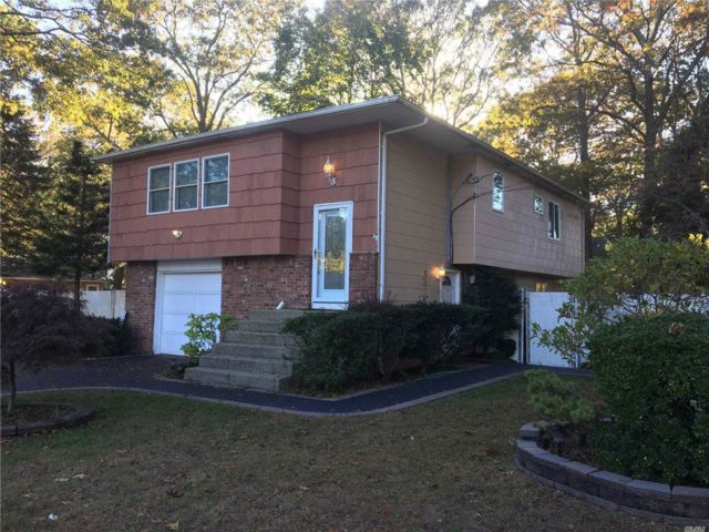 3 BR,  2.00 BTH Hi ranch style home in Holbrook