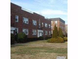 2 BR,  2.00 BTH Apt in bldg style home in Lawrence