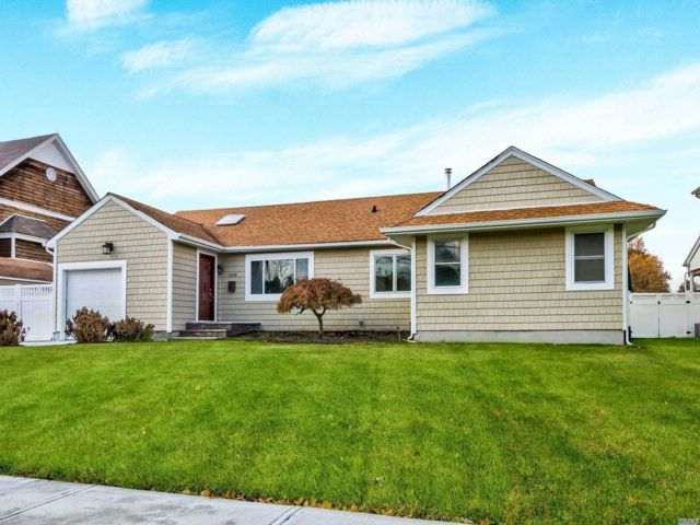 4 BR,  3.00 BTH  Exp ranch style home in Seaford