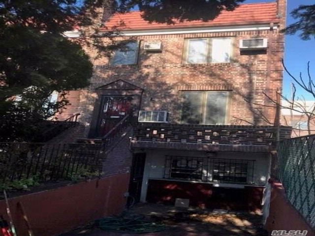 3 BR,  1.50 BTH Colonial style home in Woodside