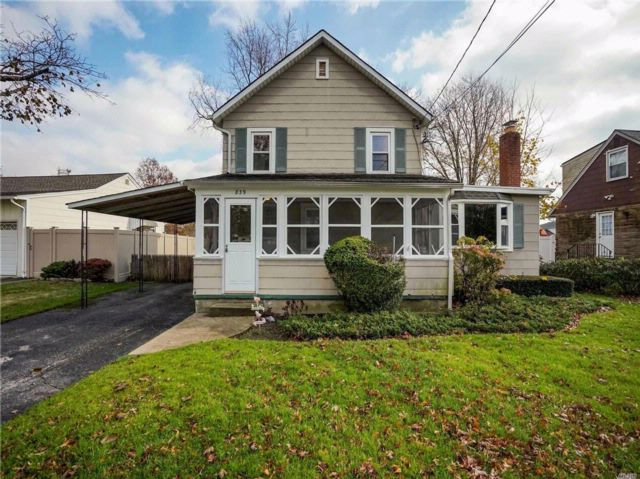 3 BR,  1.50 BTH Colonial style home in North Bellmore