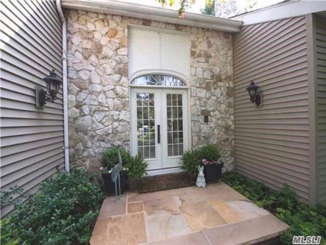5 BR,  3.00 BTH Contemporary style home in Port Jefferson