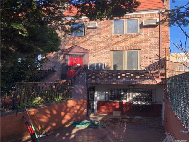 3 BR,  1.50 BTH 2 story style home in Woodside