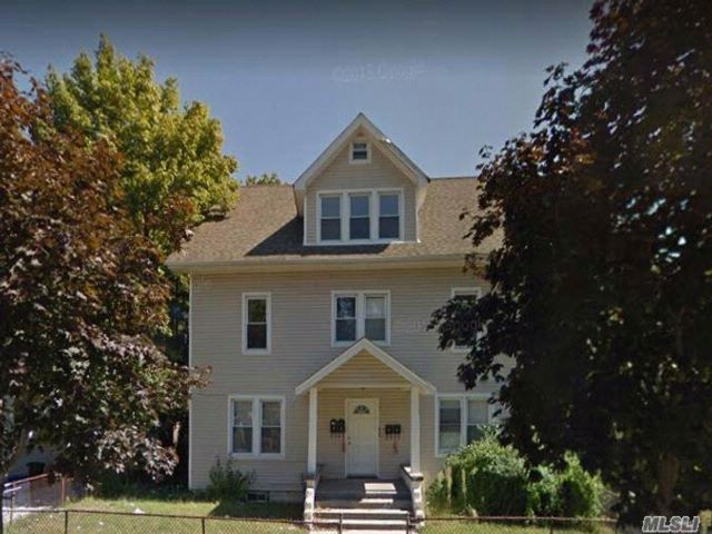 7 BR,  4.00 BTH Colonial style home in Hempstead