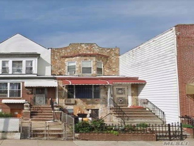 5 BR,  3.00 BTH  Colonial style home in Bensonhurst