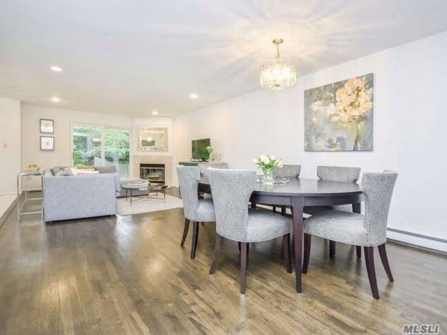 3 BR,  2.50 BTH Contemporary style home in Port Washington