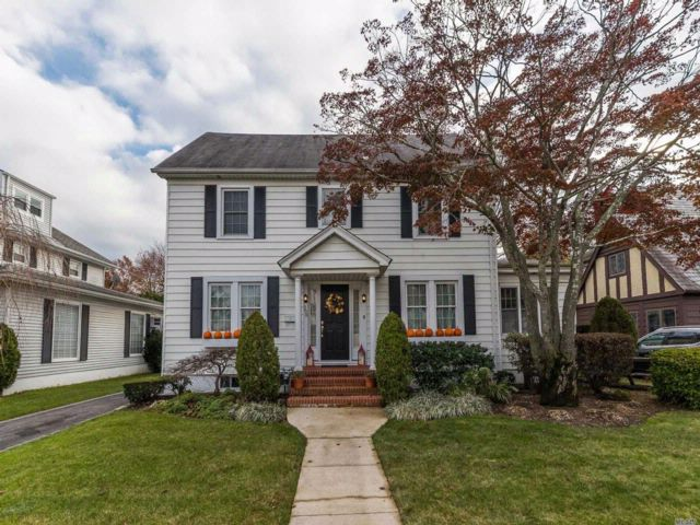 3 BR,  2.50 BTH Colonial style home in Rockville Centre