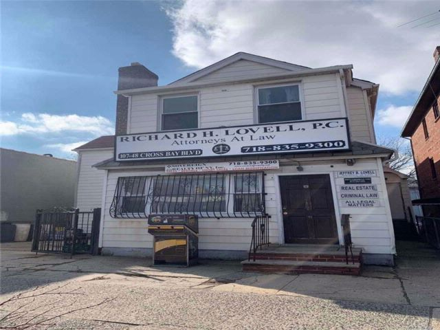 3 BR,  2.00 BTH Store+dwell style home in Ozone Park
