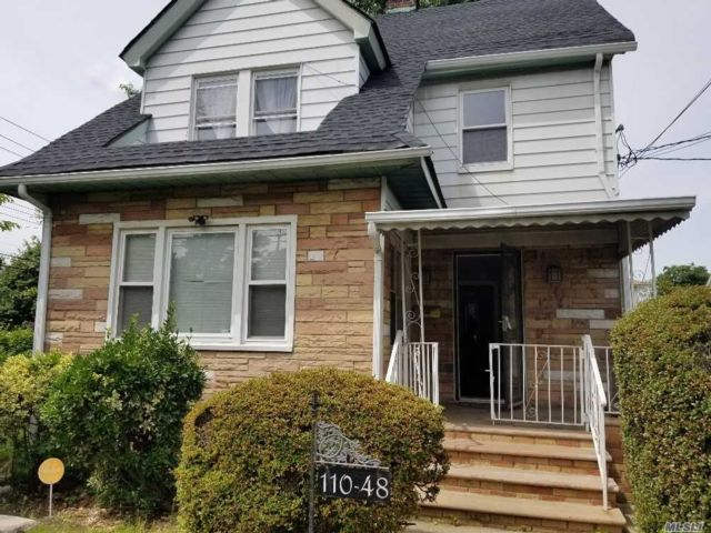 3 BR,  3.00 BTH Colonial style home in St. Albans