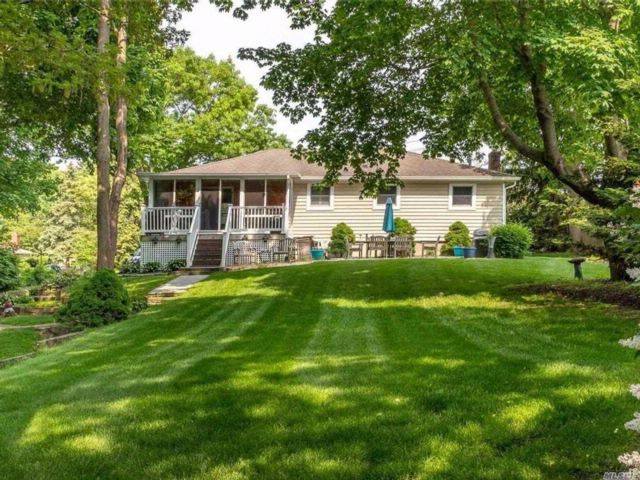 3 BR,  1.00 BTH Ranch style home in Bellport