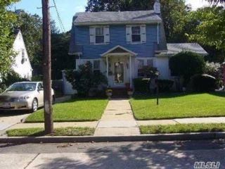 4 BR,  2.00 BTH Colonial style home in Freeport