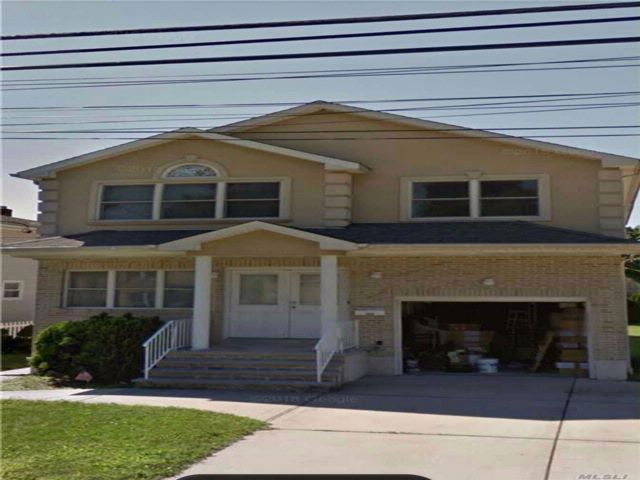 7 BR,  4.00 BTH 2 story style home in Elmont