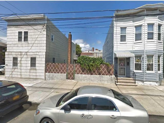 Lot <b>Size:</b> 25x90 Land style home in Ozone Park