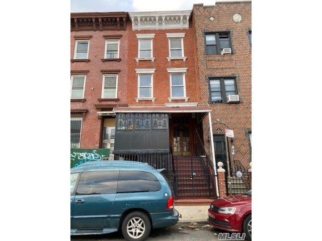 8 BR,  4.00 BTH Other style home in Bedford Stuyvesant