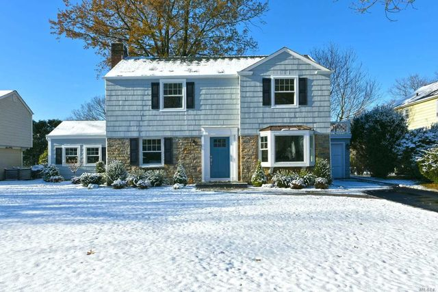 3 BR,  1.50 BTH Colonial style home in Garden City
