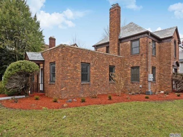 5 BR,  3.50 BTH Colonial style home in Williston Park