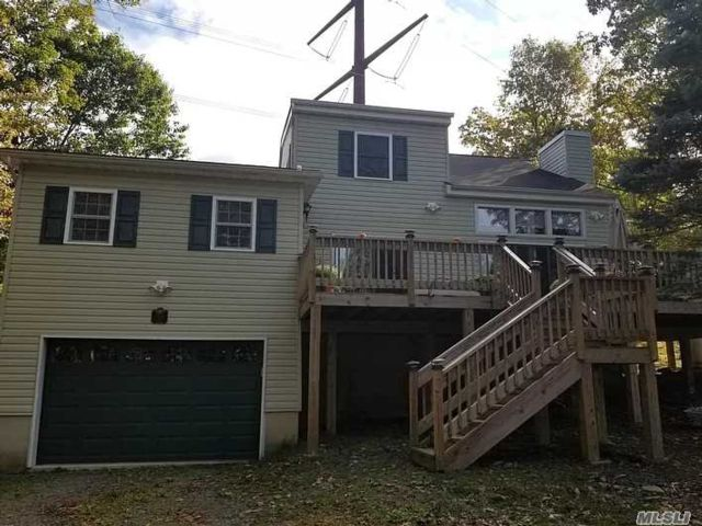 3 BR,  2.00 BTH  Colonial style home in Bushkill