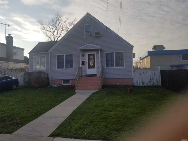 4 BR,  2.00 BTH Cape style home in Oceanside
