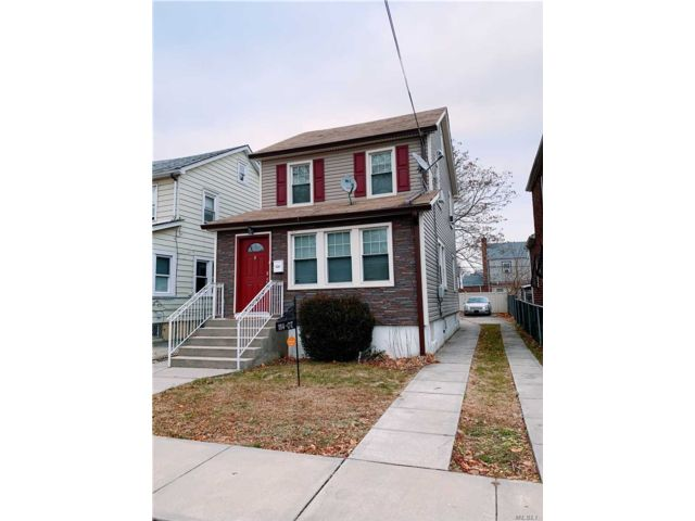 5 BR,  1.50 BTH  2 story style home in Cambria Heights