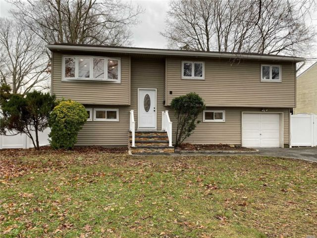 4 BR,  2.00 BTH  Hi ranch style home in North Babylon